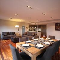 Sunny 3 Bedroom Apartment in Sandy Bay, hotel in Sandy Bay