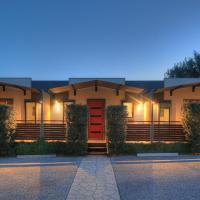 Airport Tourist Village Melbourne, hotel near Melbourne Airport - MEL, Melbourne