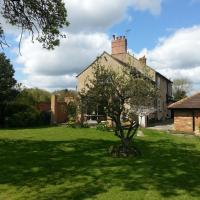 Upper Wood End Farm, hotel in Marston Moretaine