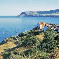 Sharrowhead Cottage - E4044, hotel in Robin Hood's Bay