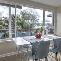 Hosteeva 2BR Lake Union View Apartment 2A Steps to Seattle Host Spots