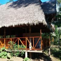 Tres Chimbadas Lake Lodge, hotel in Tambopata