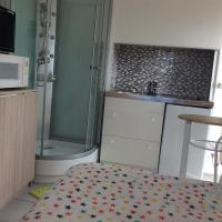studio, hotel in Magny-Cours