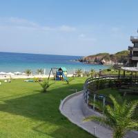 Beach apartment 45 in Sand Lilies complex, хотел в Созопол
