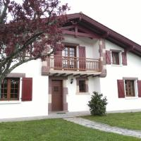 Location d'une maison typique du Pays Basque, hotel in Caro