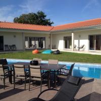 Villa Piscine Portugal, hôtel à Coucieiro