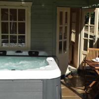 The Snug with private Hot Tub, hotel in Fylingthorpe