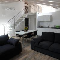 Suite W (Ampia Mansarda in Centro con Garage Privato)