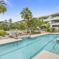 COTTON BEACH APARTMENT 33 WITH POOL VIEWS, hotel in Casuarina