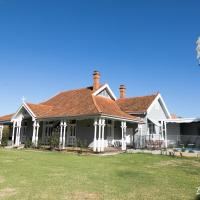 The Convent Boutique Accommodation & Cafe, hotel em Hay