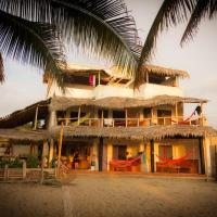 Coconut Hotel and Surf Hostel, hotel em Canoa