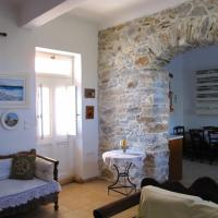 Luxury 100 m2 house in the centre of Naxos, hotel in Dhamariónas