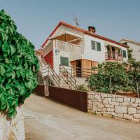 Apartments Doulos, hotel in Splitska