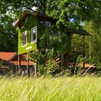 Tree House Ramona, hotel in Grosuplje