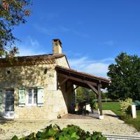 Spacious Holiday Home in Saint-Nexans with Terrace, hotel near Bergerac Airport - EGC, Saint-Nexans