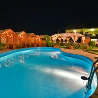 VIP-Town, hotel in Lazurne