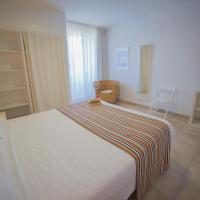 Casa Del Mar Hotel & Apartaments, hotel in Roses