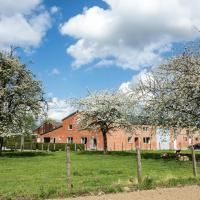 DE SMISHOEVE with playroom, sauna, hot tub and campfire, hotel in Heers