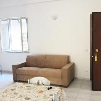 Nuovo Appartamento in Centro a 50m dal mare, hotell i Cirò Marina