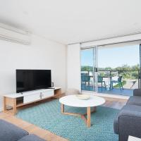 The Shoal Apartments, Unit 202/4-8 Bullecourt Street, hotel in Shoal Bay