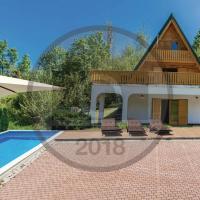 House with Pool and Sauna, hotel in Crni Lug