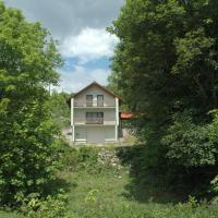 M & J, hotel in Krasno Polje