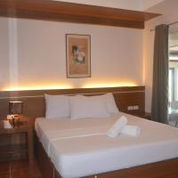 Robinland Vacation Home, hotel in Badian