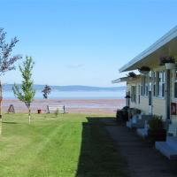 Beach Breeze Motel, hotel em Grand pré