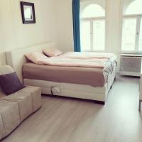 King Bed Central Budapest </h2 </a <div class=sr-card__item sr-card__item--badges <div class= sr-card__badge sr-card__badge--class u-margin:0  data-ga-track=click data-ga-category=SR Card Click data-ga-action=Hotel rating data-ga-label=book_window: 10 day(s)  <span class=c-accommodation-classification-rating <span class=c-accommodation-classification-rating__badge c-accommodation-classification-rating__badge--tiles   <span class=bui-rating bui-rating--smaller role=img aria-label=3 out of 5 <span aria-hidden=true class=bui-icon bui-rating__item bui-icon--medium role=presentation <svg xmlns=http://www.w3.org/2000/svg viewBox=0 0 112 128 focusable=false aria-hidden=true role=img <path d=M96 8H16A16 16 0 0 0 0 24v96h96a16 16 0 0 0 16-16V24A16 16 0 0 0 96 8zM56 88a24 24 0 1 1 24-24 24 24 0 0 1-24 24z</path </svg </span <span aria-hidden=true class=bui-icon bui-rating__item bui-icon--medium role=presentation <svg xmlns=http://www.w3.org/2000/svg viewBox=0 0 112 128 focusable=false aria-hidden=true role=img <path d=M96 8H16A16 16 0 0 0 0 24v96h96a16 16 0 0 0 16-16V24A16 16 0 0 0 96 8zM56 88a24 24 0 1 1 24-24 24 24 0 0 1-24 24z</path </svg </span <span aria-hidden=true class=bui-icon bui-rating__item bui-icon--medium role=presentation <svg xmlns=http://www.w3.org/2000/svg viewBox=0 0 112 128 focusable=false aria-hidden=true role=img <path d=M96 8H16A16 16 0 0 0 0 24v96h96a16 16 0 0 0 16-16V24A16 16 0 0 0 96 8zM56 88a24 24 0 1 1 24-24 24 24 0 0 1-24 24z</path </svg </span </span </span </span </div   <div class=sr-card__item__review-score style=padding: 8px 0  <div class=bui-review-score c-score bui-review-score--inline bui-review-score--smaller <div class=bui-review-score__badge aria-label=7,0 pontos 7,0 </div <div class=bui-review-score__content <div class=bui-review-score__title Jó </div <div class=bui-review-score__text 54 értékelés </div </div </div   </div </div <span data-et-view=HZUGOQQBSXVVFEfVafFRWe:1 HZUGOQQBSXVVFEfVafFRWe:8</span <span data-et-view=NAFLeOeJOMOQeOESJMWSFEDacWXT:1</span <div class=c-unit-configuration  <div class= c-unit-configuration--dots  c-unit-configuration--m_sr_card   <span class=c-unit-configuration__item 1 önálló apartman </span • <span class=c-unit-configuration__item1 hálószoba</span •  <span class=c-unit-configuration__item1 nappali</span • <span class=c-unit-configuration__item2 ágy</span • <span class=c-unit-configuration__item1 fürdőszoba</span </div </div <div class=sr-card__item   data-ga-track=click data-ga-category=SR Card Click data-ga-action=Hotel location data-ga-label=book_window: 10 day(s)  <svg aria-hidden=true class=bk-icon -streamline-geo_pin sr_svg__card_icon focusable=false height=12 role=presentation width=12<use xlink:href=#icon-streamline-geo_pin</use</svg <div class= sr-card__item__content   a VII. kerület, Budapest </div </div </div <div class= sr-card__price sr-card__price--urgency m_sr_card__price_with_unit_name sr-card-color-constructive-dark   <div class=m_sr_card__price_unit_name m_sr_card__price_small m_sr_card__price_unit_name-bold  data-et-view=HZUGOQQBSXVVFEfVafFRWe:1 Apartman </div <div class=mpc-wrapper bui-price-display mpc-sr-default-assembly-wrapper <div class=mpc-ltr-right-align-helper sr_price_wrap <div class=prco-js-headline-price mpc-inline-block-maker-helper bui-price-display__value mpc-color_dark-green-helper TL 81 </div </div <div class=mpc-ltr-right-align-helper <div class=prd-taxes-and-fees-under-price mpc-inline-block-maker-helper blockuid- data-cur-stage=2 data-excl-charges-raw=80.6841007676285  +TL 81-nyi adó és díj </div </div </div <p class=urgency_price   <span class=sr_simple_card_price_from sr_simple_card_price_includes--text data-ga-track=click data-ga-category=SR Card Click data-ga-action=Hotel price persuasion data-ga-label=book_window: 10 day(s)  <span class=u-font-weight-bold Csak 1 ilyen van oldalunkon </span </span </p <div class=  m_sr_card_policies bui-f-color-constructive m_sr_card_policies_strong    </div </div </div </div </li <li data-et-view=NAFLeNIJWPHDDHUSeZRBUfFAeFaMEAbbMVaXT:1 <div class=bui-banner bui-u-bleed@small bui-u-margin-bottom--8 bh-quality-rating-banner data-bui-component=Banner <div class=bui-banner__content <div class=bui-banner__slot <p class=bh-quality-rating-banner__content <span class=bh-quality-rating-banner__icon <span class=c-accommodation-classification-rating <span class=c-accommodation-classification-rating__badge c-accommodation-classification-rating__badge--tiles   <span class=bui-rating bui-rating--smaller role=img aria-label=3 out of 5 <span aria-hidden=true class=bui-icon bui-rating__item bui-icon--medium role=presentation <svg xmlns=http://www.w3.org/2000/svg viewBox=0 0 112 128 focusable=false aria-hidden=true role=img <path d=M96 8H16A16 16 0 0 0 0 24v96h96a16 16 0 0 0 16-16V24A16 16 0 0 0 96 8zM56 88a24 24 0 1 1 24-24 24 24 0 0 1-24 24z</path </svg </span <span aria-hidden=true class=bui-icon bui-rating__item bui-icon--medium role=presentation <svg xmlns=http://www.w3.org/2000/svg viewBox=0 0 112 128 focusable=false aria-hidden=true role=img <path d=M96 8H16A16 16 0 0 0 0 24v96h96a16 16 0 0 0 16-16V24A16 16 0 0 0 96 8zM56 88a24 24 0 1 1 24-24 24 24 0 0 1-24 24z</path </svg </span <span aria-hidden=true class=bui-icon bui-rating__item bui-icon--medium role=presentation <svg xmlns=http://www.w3.org/2000/svg viewBox=0 0 112 128 focusable=false aria-hidden=true role=img <path d=M96 8H16A16 16 0 0 0 0 24v96h96a16 16 0 0 0 16-16V24A16 16 0 0 0 96 8zM56 88a24 24 0 1 1 24-24 24 24 0 0 1-24 24z</path </svg </span </span </span </span </span Apartmanoknak és otthonoknak ítélve, ezek az ikonok a minőséget jelképezik, olyan tényezők alapján, mint a felszereltség, méret, elhelyezkedés és szolgáltatások. </p <div class=bh-quality-rating-banner__actions <div class=bui-group bui-group--inline bui-group--vertical-align-middle bui-group--large <div class=bui-group__item <button class=bui-button bui-button--secondary type=button aria-label=Open Modal data-bui-component=Modal data-modal-id=bh-quality-rating-sr-modal data-et-click=customGoal:NAFLeNIJWPWNOefFYREHGWNCOWeYcEDUJfSRO:4 customGoal:NAFLeNIJWPHDDHUSeZRBUfFAeFaMEAbbMVaXT:4  <span class=bui-button__text Bővebben </span </button </div </div </div </div </div <button type=button class=bui-banner__close data-bui-ref=banner-close aria-label=Banner bezárása title=Banner bezárása data-et-click=customGoal:NAFLeNIJWPWNOefFYREHGWNCOWeYcEDUJfSRO:1 customGoal:NAFLeNIJWPHDDHUSeZRBUfFAeFaMEAbbMVaXT:1  <svg class=bk-icon -streamline-close height=24 width=24<use xlink:href=#icon-streamline-close</use</svg </button </div <template id=bh-quality-rating-sr-modal <header class=bui-modal__header <h1 class=bui-modal__title id=myModal-title data-bui-ref=modal-title Minőségi besorolás </h1 </header <div class=bui-modal__body bui-modal__body--primary bh-quality-modal <h3 class=bh-quality-modal__heading <span class=c-accommodation-classification-rating <span class=c-accommodation-classification-rating__badge c-accommodation-classification-rating__badge--tiles   <span class=bui-rating bui-rating--smaller role=img aria-label=5 out of 5 <span aria-hidden=true class=bui-icon bui-rating__item bui-icon--medium role=presentation <svg xmlns=http://www.w3.org/2000/svg viewBox=0 0 112 128 focusable=false aria-hidden=true role=img <path d=M96 8H16A16 16 0 0 0 0 24v96h96a16 16 0 0 0 16-16V24A16 16 0 0 0 96 8zM56 88a24 24 0 1 1 24-24 24 24 0 0 1-24 24z</path </svg </span <span aria-hidden=true class=bui-icon bui-rating__item bui-icon--medium role=presentation <svg xmlns=http://www.w3.org/2000/svg viewBox=0 0 112 128 focusable=false aria-hidden=true role=img <path d=M96 8H16A16 16 0 0 0 0 24v96h96a16 16 0 0 0 16-16V24A16 16 0 0 0 96 8zM56 88a24 24 0 1 1 24-24 24 24 0 0 1-24 24z</path </svg </span <span aria-hidden=true class=bui-icon bui-rating__item bui-icon--medium role=presentation <svg xmlns=http://www.w3.org/2000/svg viewBox=0 0 112 128 focusable=false aria-hidden=true role=img <path d=M96 8H16A16 16 0 0 0 0 24v96h96a16 16 0 0 0 16-16V24A16 16 0 0 0 96 8zM56 88a24 24 0 1 1 24-24 24 24 0 0 1-24 24z</path </svg </span <span aria-hidden=true class=bui-icon bui-rating__item bui-icon--medium role=presentation <svg xmlns=http://www.w3.org/2000/svg viewBox=0 0 112 128 focusable=false aria-hidden=true role=img <path d=M96 8H16A16 16 0 0 0 0 24v96h96a16 16 0 0 0 16-16V24A16 16 0 0 0 96 8zM56 88a24 24 0 1 1 24-24 24 24 0 0 1-24 24z</path </svg </span <span aria-hidden=true class=bui-icon bui-rating__item bui-icon--medium role=presentation <svg xmlns=http://www.w3.org/2000/svg viewBox=0 0 112 128 focusable=false aria-hidden=true role=img <path d=M96 8H16A16 16 0 0 0 0 24v96h96a16 16 0 0 0 16-16V24A16 16 0 0 0 96 8zM56 88a24 24 0 1 1 24-24 24 24 0 0 1-24 24z</path </svg </span </span </span </span