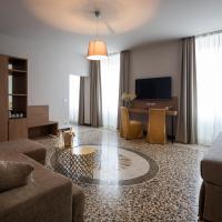 HNN Luxury Suites, hotel in Genoa
