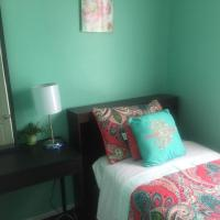 Guest house 5 min. from JFK, hotel in Queens