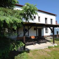 Spacious cottage for groups with billiards and sauna with 8 bedrooms, hotel in Jiřetín pod Jedlovou