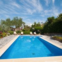 Modern Villa in St Josep de sa Talaia with Swimming Pool, hotel in Ses Paisses