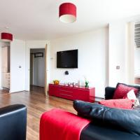 Apartment with 2 Zip and Link Beds and 2 Sofa Beds with Balcony in Central Milton Keynes - Free Parking and Smart TV - Contractors, Relocation, Business Travellers