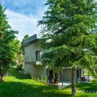 Sani Woods Studios & Apartments, hotel in Sani Beach