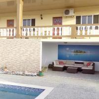Michael's Tropical Suites, hotel in Scarborough