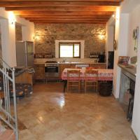 Cozy villa with garden, hotel in Toirano