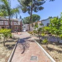 Apartamentos Oasis, hotel cerca de Aeropuerto de Málaga - AGP, Churriana