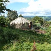 Yurt luxury + Bathhouse, hotel in Callington