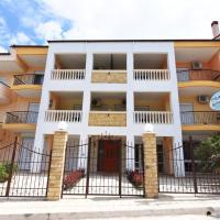 Eleonas Apartments, hotel in Nea Moudania