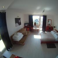 Villa Plazowa 6 – hotel w Rewie