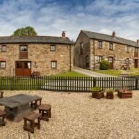 Tregolls Farm Cottages, hotel in Wadebridge