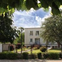 Les Saints Képis, hotel in Ambrault