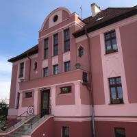villa Gross-Nádražní 320 Ostrov, hotel a Ostrov