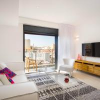 Trendy Apartment with Sunny Flea Market View