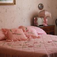White and pink rooms