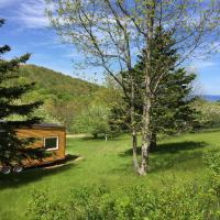 Tiny Nest House near Inverness with waterfall and sandy beach, hotel em Inverness