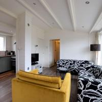 Cozy Bungalow in Midsland near Sea, hotel in Midsland aan Zee