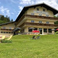 Hotel Kronenhirsch, hotel in Russbach am Pass Gschütt