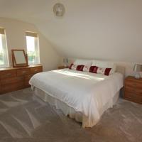 Glenside Cottage with Hot Tub, hotel in Solva